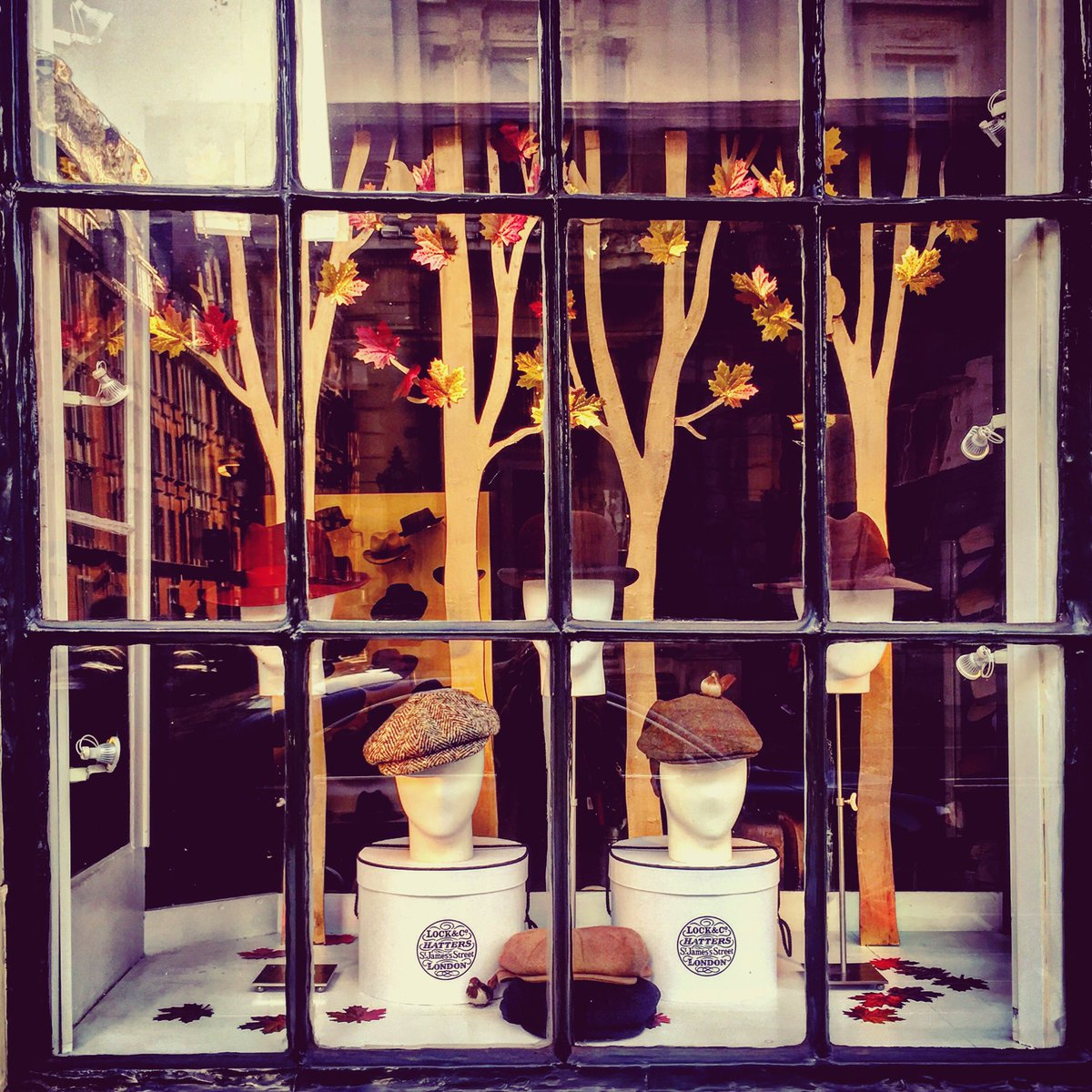Lock and Co. is the oldest hat shop in the world and one of the oldest family-owned businesses. It's in a Grade II listed building on St James's Street, and is responsible for inventing the bowler hat! @LockandCo #autumnstyle #londonphotographypic.twitter.com/wK50kcGI8w