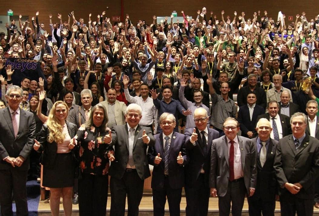 Parabéns estudantes, pais e professores pela conquista na Olimpíada Nacional de Ciências #ONC, coordenada pela #UFPI. #ONC uma das 4 ações do Programa Ciência na Escola do #MCTIC, q. envolve compromisso conjunto pelo aprimoramento do Ensino de Ciências em escolas. @jairbolsonaro
