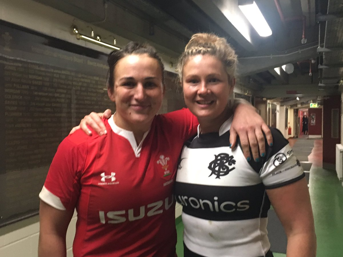 Making their own history. Mutual respect between #WalesWomen captain @SiwanLillicrap and @Barbarian_FCs Welsh try scorer @DyddguHywel | Atgofion iw drysori ar ôl y gêm ✊️