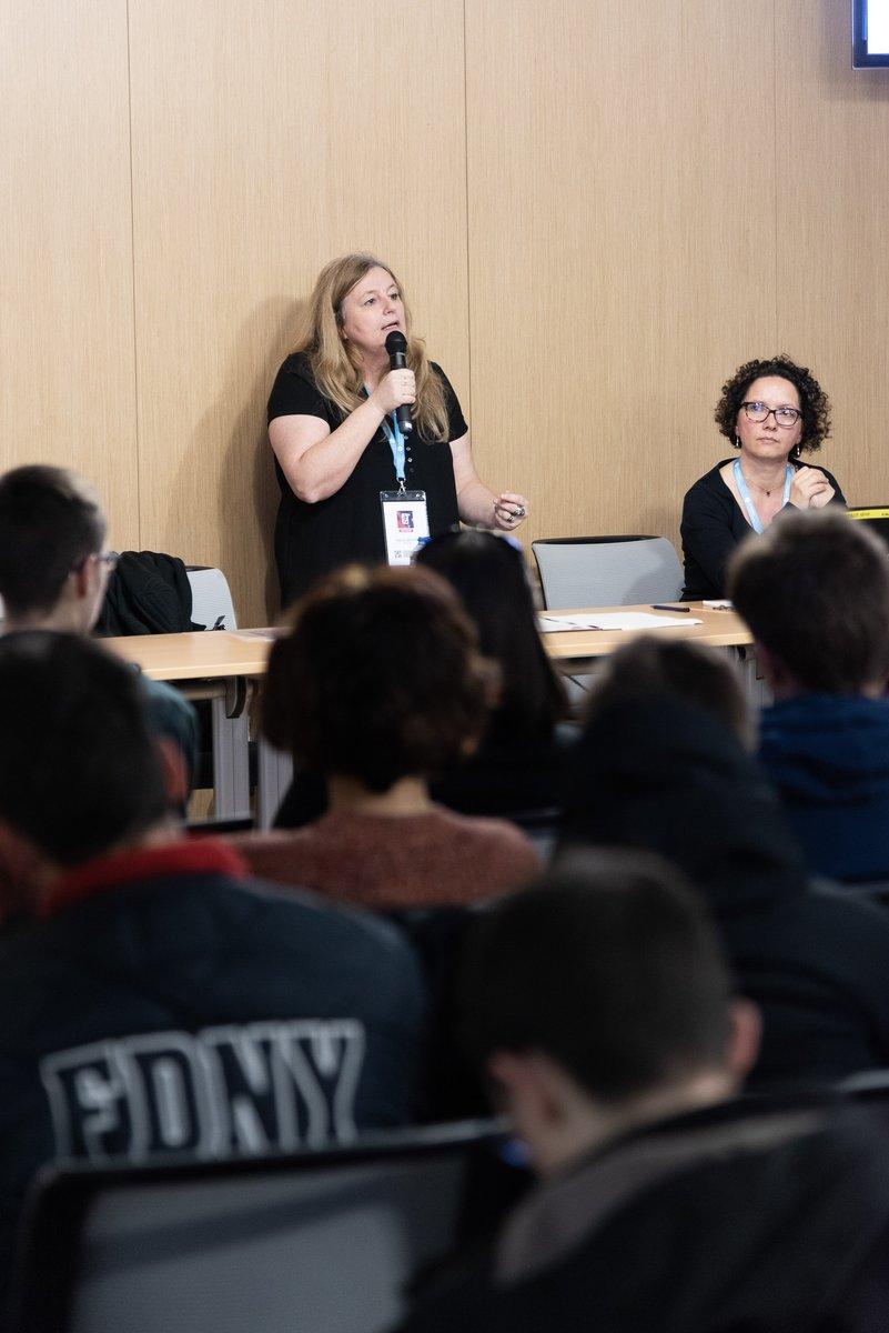Au-delà du #jeu, avec le #GameSummit 2019, la Région met l'accent sur les formations et l'emploi dans le domaine du #jeuvidéo, très porteur en Auvergne-Rhône-Alpes : https://t.co/loeP5zSc3C  @poleemploi_ara @CampusRegion @juliette_jarry @SamyKefiJerome @GamingCampus @fred_moulin https://t.co/m3KsbUM5Bq