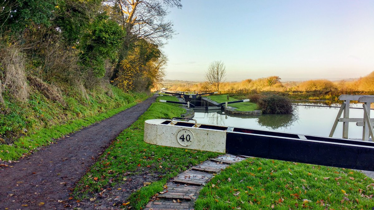 Caen Hill Locks, #Devizes to #Trowbridge, #Wiltshire        #searchandrescue #uksar #volunteers #ramblers #walking #hiking #charitywalk #charitycoastalwalk #BethFootForward #nationaltrails #visitbritain