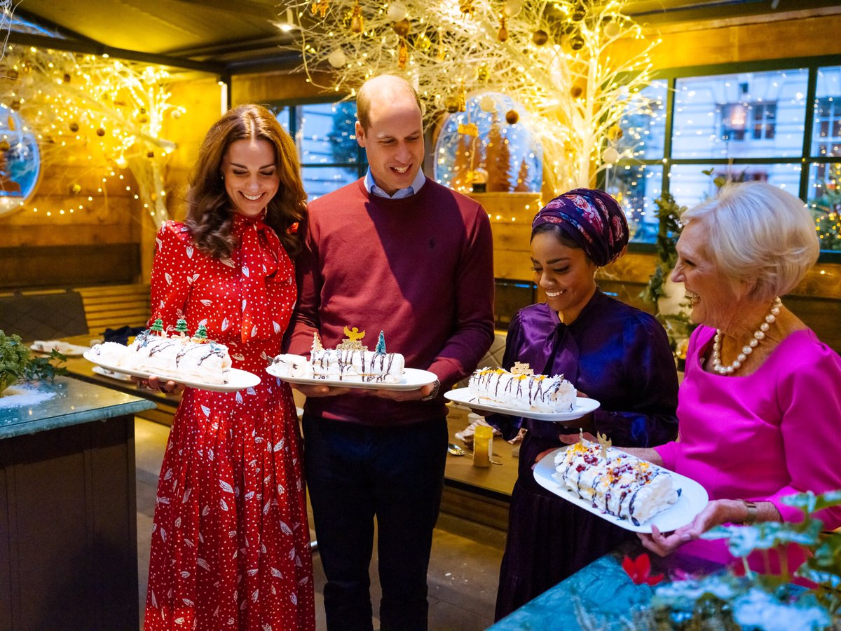 #ABerryRoyalChristmas culminates in a Christmas party, hosted by The Duke and Duchess of Cambridge, to thank and acknowledge staff and volunteers from charities and organisations who will be working tirelessly over the Christmas period. 📷 @mattporteous