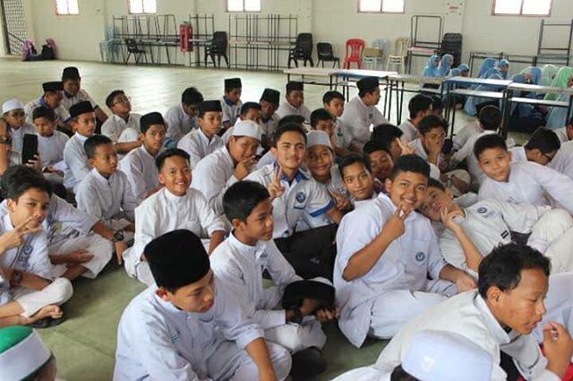 Siapa suka sekolah asrama daripada sekolah harian sila retweet😂 https://t.co/kFQ891zGwC