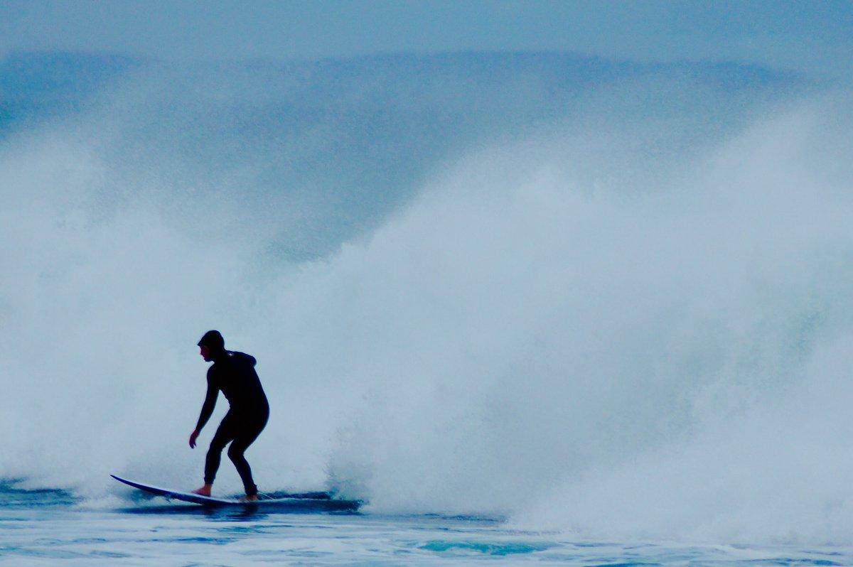 Gotta have the right gear for the job #boardinnewquay #surfer #surfing #newquay #cornwall #jampa #hawaii #bali #surf #beach #simon.nevill #waves #loveeverywhere #fun #northshore #praiadonorte #nazare #praiadoamor #elliotwhysall #onemorewavepic.twitter.com/f1Hx1KXqby