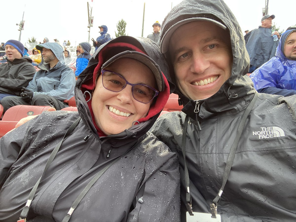 My sister and I are not fair weather @StanfordFball fans. And we are cold. 🌲🏈 #GoStanford