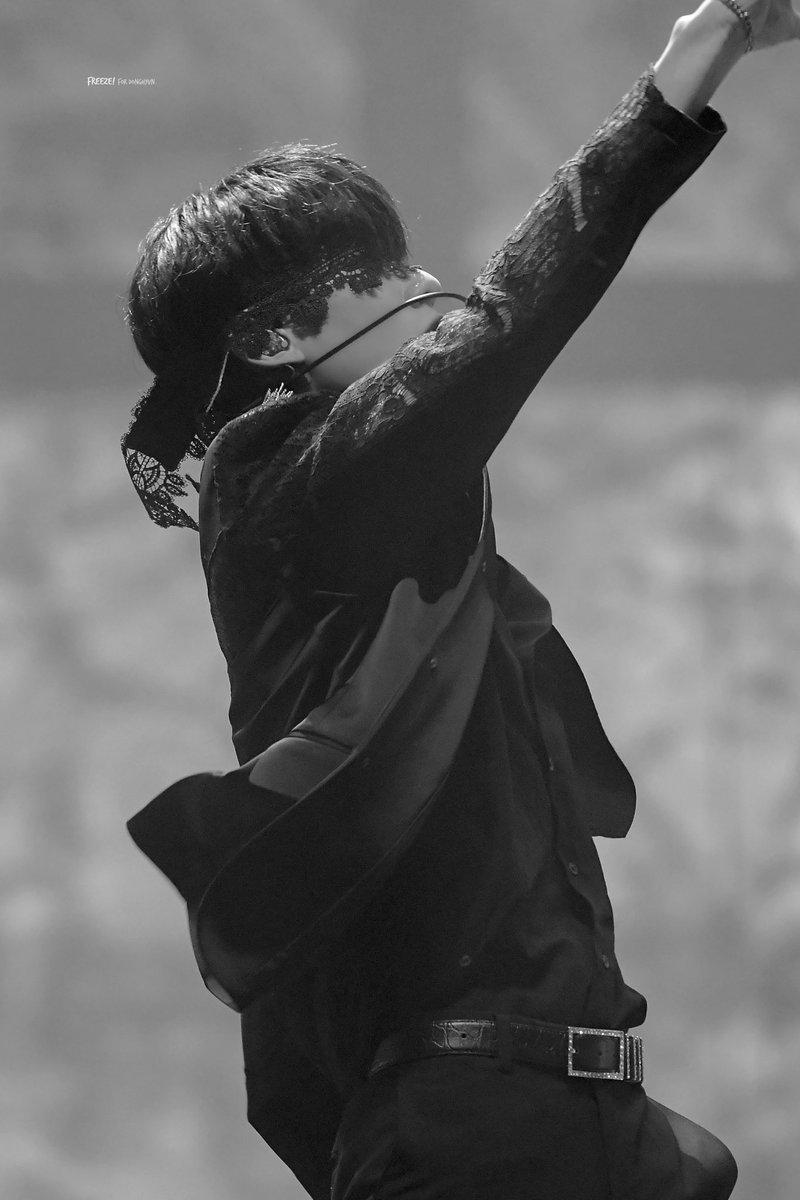 𝐖𝐡𝐞𝐧 𝐭𝐡𝐞 𝐬𝐮𝐧 𝐬𝐞𝐭𝐬   #김동현 #DONGHYUN #AB6IX <br>http://pic.twitter.com/vYzzOKRm9m