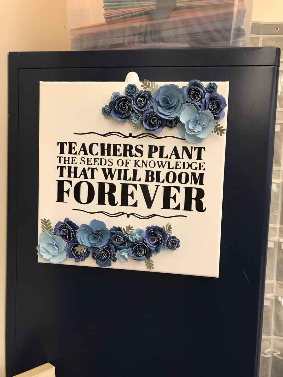 I never got to be a part of @AlaneAdamsBooks 500 teachers helped but it brought me so much joy to see how happy everyone was to be supported! Congrats all!  we as teachers make a difference too! #clearthelists #clearthelistseveryday <br>http://pic.twitter.com/g9Lmeezx1K