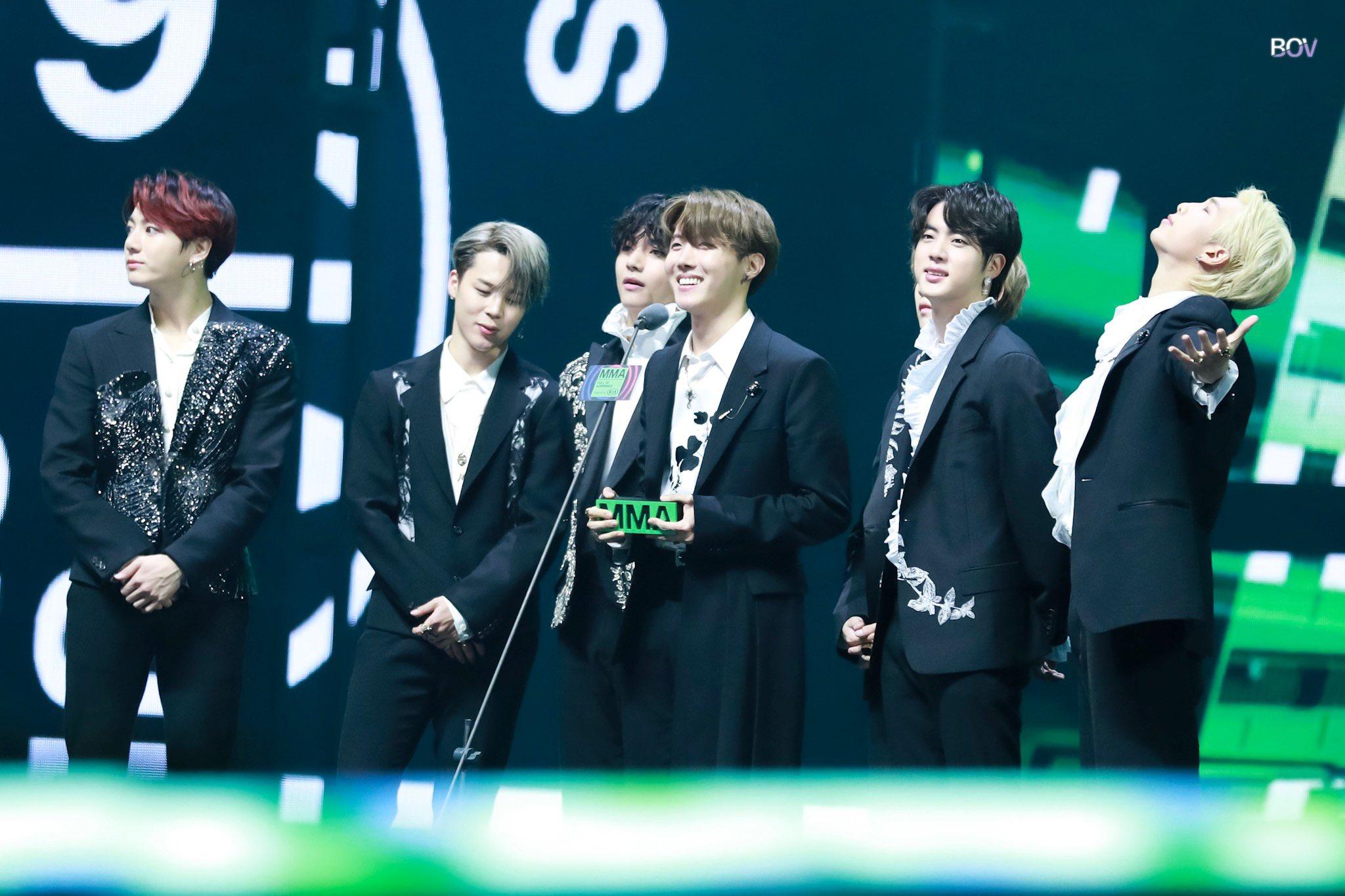 BTS Tampil Spektakuler dan Borong 8 Kemenangan di Melon Music Awards 2019
