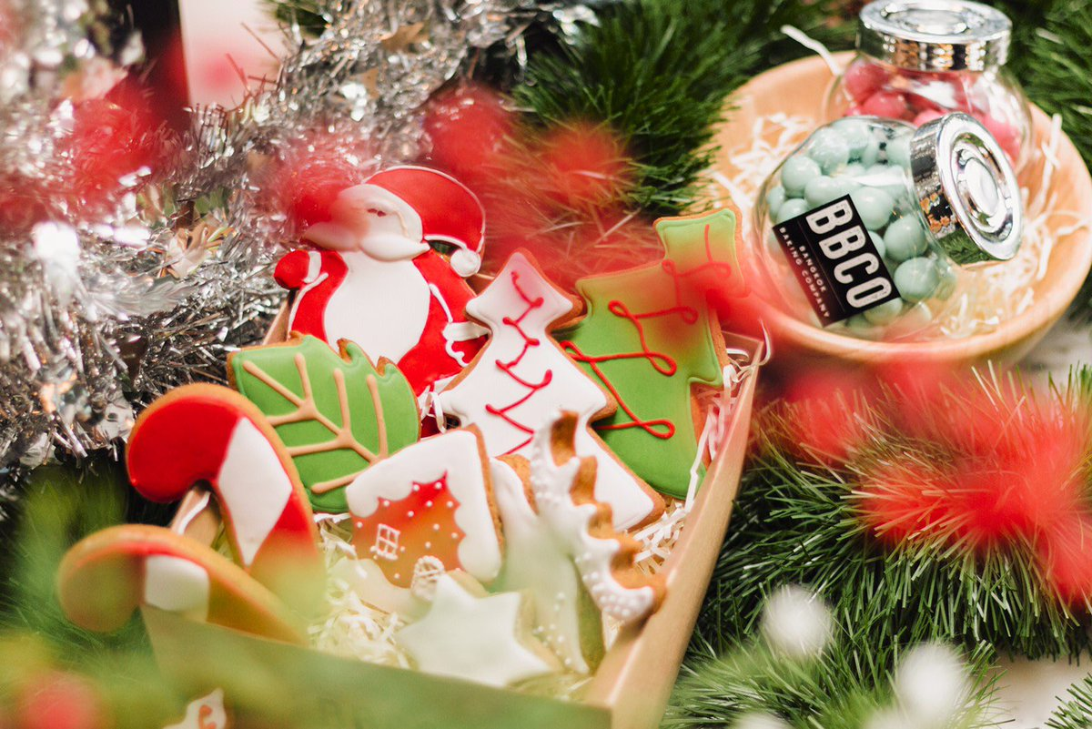 🎅🏻25 days til Christmas day🎅🏻 __ What's your favourite Christmas decoration you own?🎄 __ We hope you all have a merry Sunday and a wonderful week ahead🌟 #jwmarriottbkk #MarriottBonvoy #Christmas2019 https://t.co/p4ww12jpcP
