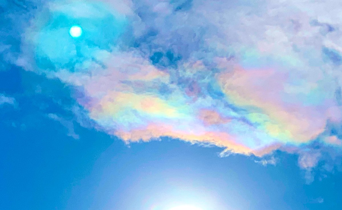 aimomo on Twitter: 今空🌈✨  綺麗な彩雲が出ていました。🌈💕 良いこと起きそうな予感🍀✨  #今空 #いま空 #彩雲 #iPhone越しの私の世界 #青空 #雲が好き…