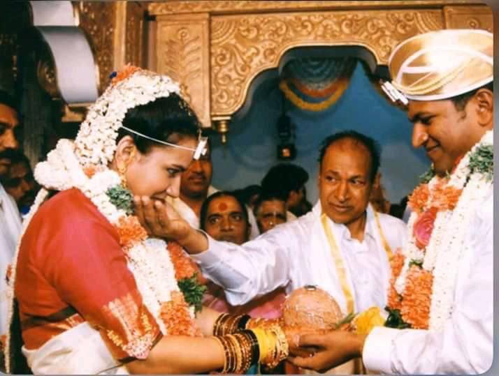 Wishing The Power Couple A Happiest Anniversary 👨👩👧👧  2 Decades Of Togetherness 😎  @PuneethRajkumar #AshwiniPuneeth   #shivuaDDa