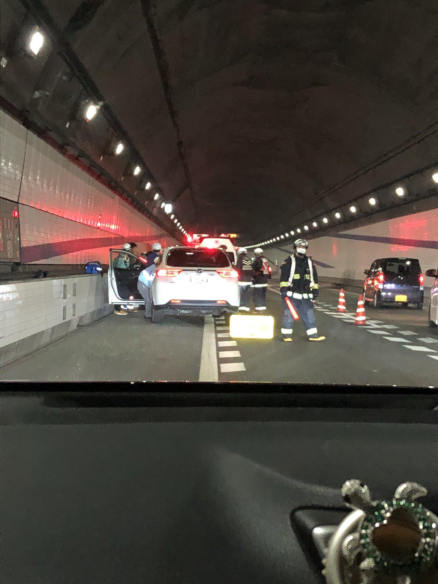 東京湾アクアラインの玉突き事故の現場画像