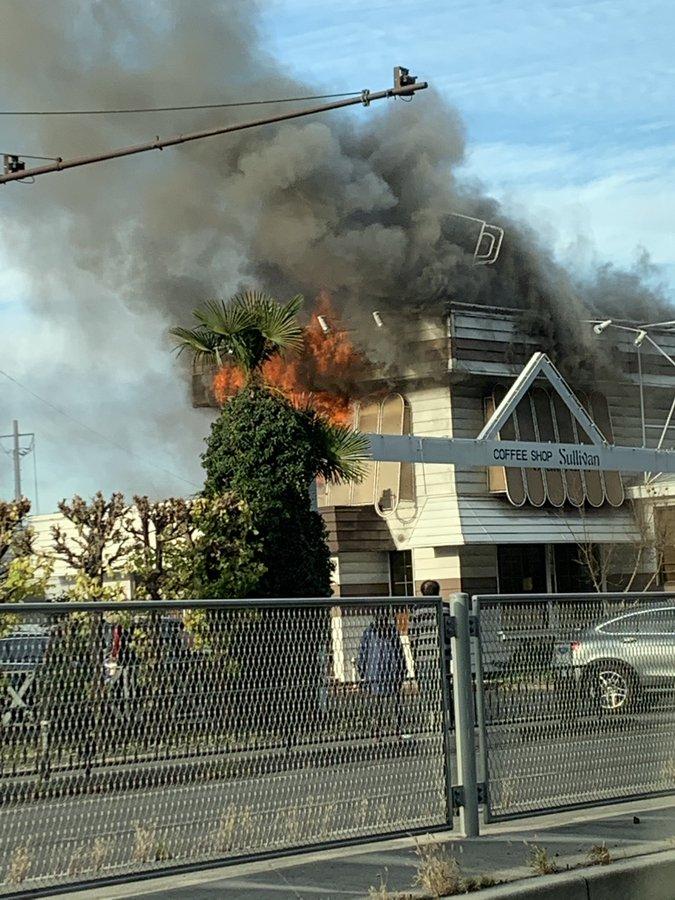 福島市渡利丸滝のサリバンで火事が起きている現場画像