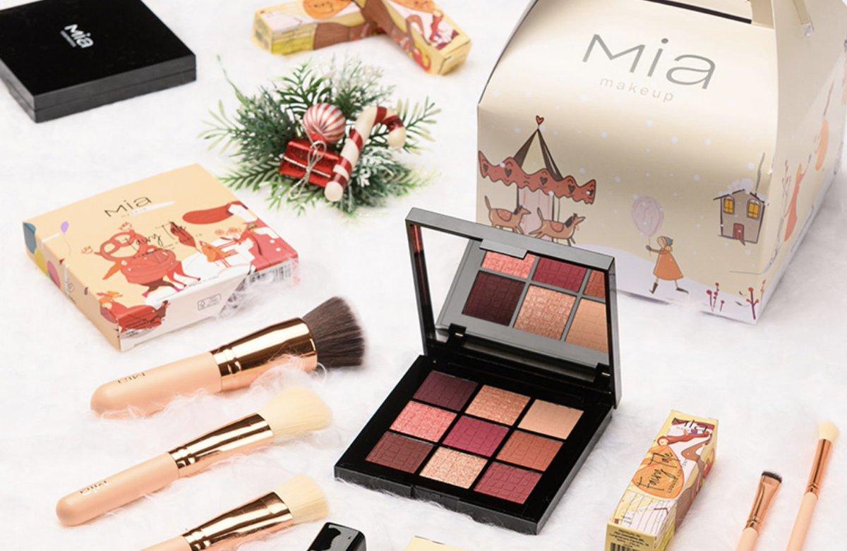 Mia Cosmetics dà vita alla sua una nuova collezione ispirata all'inverno, all'amicizia, all'amore e al #Natale. In tutti gli store #MIA e su https://t.co/xuqfXKqNlP https://t.co/4S89ceYdPL