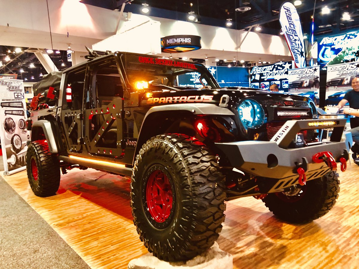 More Jeep Gladiators from #SEMA2019 we saw. <br>http://pic.twitter.com/1WjVazlNGT