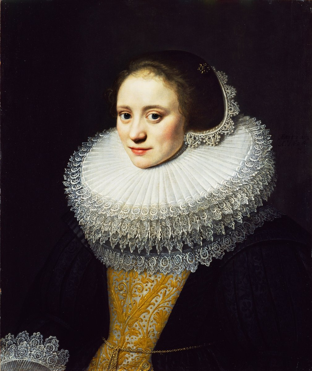 This striking ruff (and portrait) is by the Dutch painter #MichielJanszvanMierevelt.  Dated 1628, this portrait shows the precise style for which the artist became well-known. The sitter's dark dress, lavish bodice and ruff are typical of early #17thcentury Netherlandish dress. <br>http://pic.twitter.com/dKUYrP87Gs