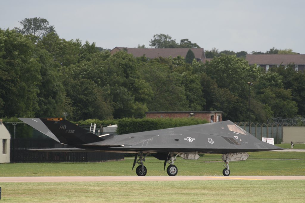 On this date in 1977 the first test flight of the project Have Blue aircraft took place. This marked the start of what would lead to the highly recognisable USAF #F117 stealth fighter seen here #FromTheArchives at RAF #Fairford at the @airtattoo in 2007 #AvGeek #RadioGeek