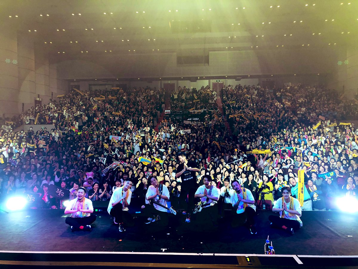 佐賀公演も無事、おわりました〜!!!佐賀での初バンダ、ダンサー全部入り〜!!みなさんありがとうね〜〜!明日は、熊本でまっとるばい〜!!