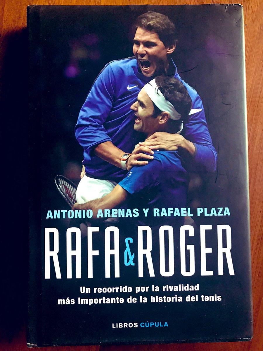 Feliz de haber recibido esta joya desde #España: 'Rafa & Roger', un profundo viaje por la rivalidad más importante de la historia del #tenis.Enorme trabajo de @Rafael_Plaza y @aarenas_ (@LibrosCupula), quienes han vivido desde adentro semejante vínculo.#Nadal #Federer #FEDAL