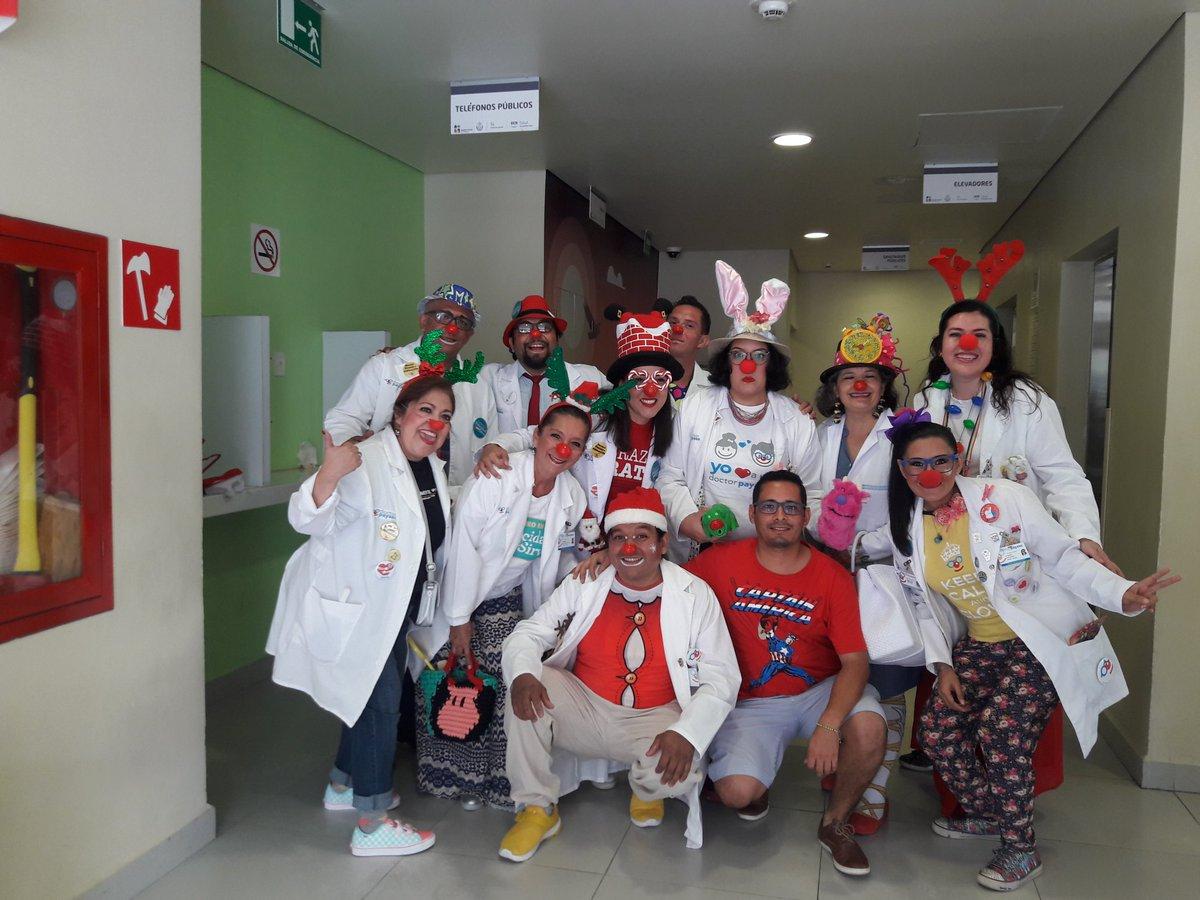 Me encuentro en la #TorrePediátrica en el #HAEV en #Veracruz y que gusto encontrar a @Doctorpayasoac haciendo esta gran labor. Muchas felicidades a estos profesionales que dan un poquito + y llevan felicidad a los peques que se encuentran en #hospital  @doutores @AlegriaQueCura