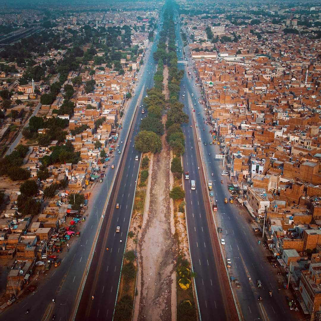 Faisalabadformerly known asLyallpur, the second largest city in Punjab and historically one of the first planned cities withinBritish India. The city is also referred as the Manchester of Pakistan.. Credits for clicks of this lovely city: @RanaaShahzaib  #BeautifulPakistan https://t.co/Vq1W3jbW7c