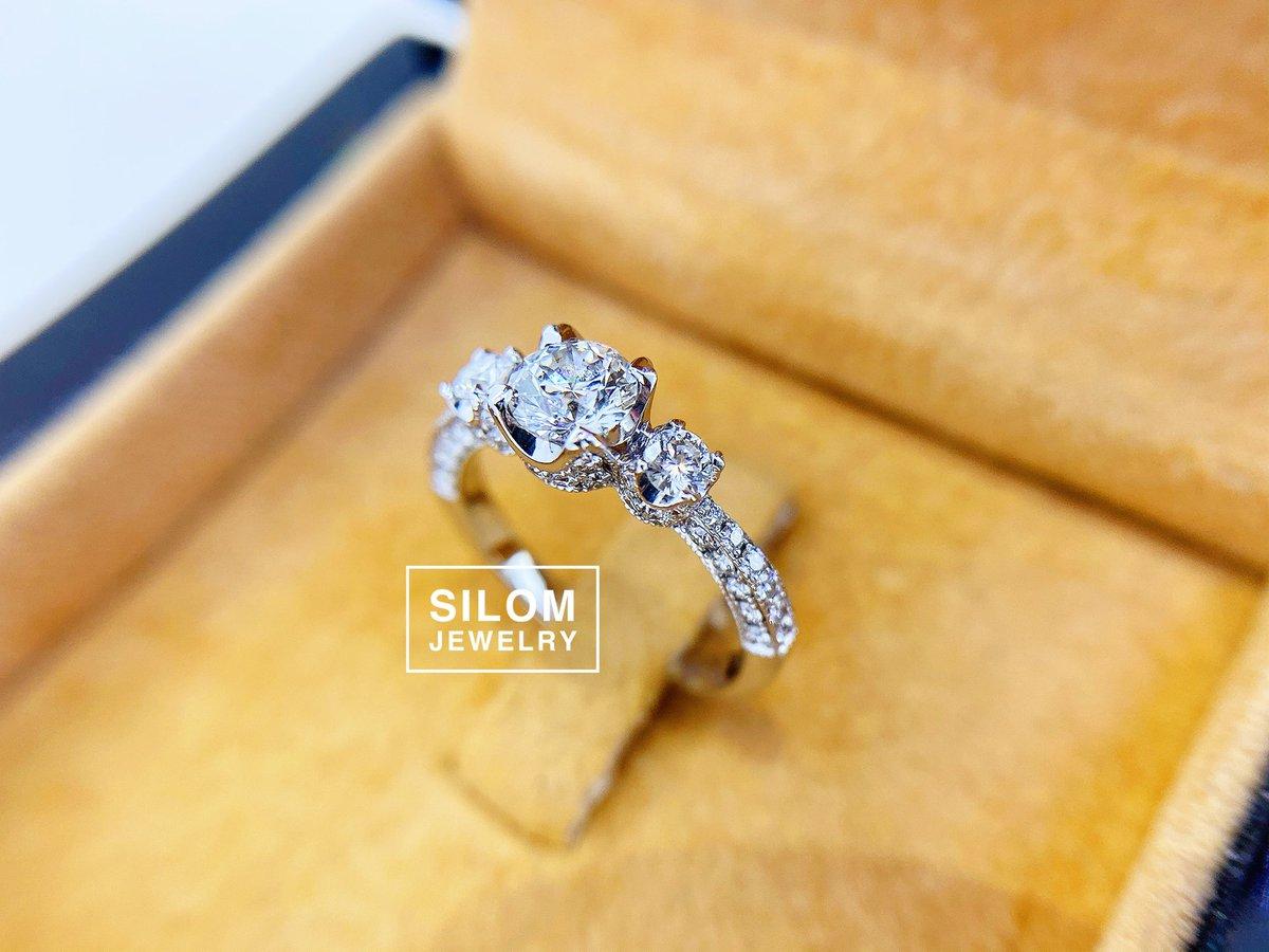 ถ้างานร้านพี่ก็จะงามประมาณนี้ แหวนเพชรแหวนหมั้นแหวนแต่งงาน แหวนที่พร้อมด้วยใบเซอร์GIA ขายแหวนงานจิวเวลรี่ ด้วยว่าด้วยเรื่องศิลปะและองค์ประกอบ ความเรียบร้อย ความสวยงามของชิ้นงาน และความซื่อตรงต่อลูกค้า #แหวนเพชร #แหวนหมั้น #แหวน #แหวนแต่งงาน #รับทำแหวนเพชร #เพชร #silomjewelry