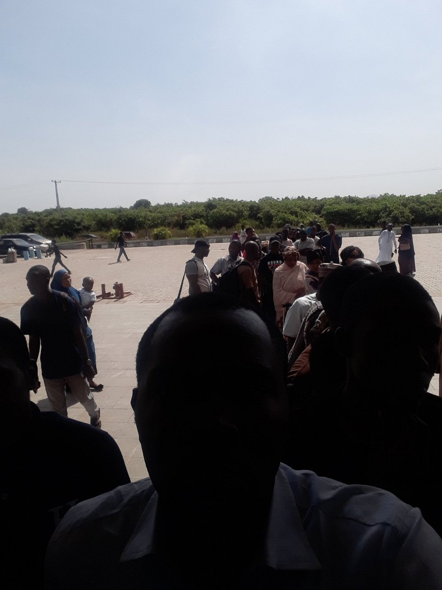 The absence of proper communication at the NRC train stations at Idu, Kubwa and Rigasa means that Nigerians are left stranded and at the mercy of unscrupulous staff of NRC.  We can do better than this.<br>http://pic.twitter.com/gu7pVo9WRE