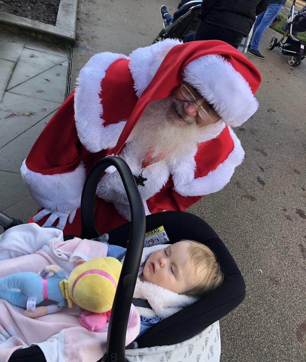 When Heidi met Santa but was asleep #babyheidi #babysfirstchristmas #fatherchristmas #christmaspic.twitter.com/F4MmggS3yk