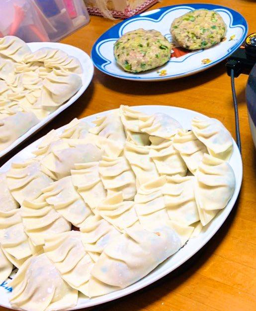 ストレッチ、筋トレ46分今日の晩御飯は大・大・大好物の餃子!手作りで、お肉より野菜が多めのさっぱり系♫お腹いっぱい食べた!もちろん白米は抜きw明日は多少体重増えるだろうけど、美味しい餃子で心も体も充実したから良き(。ゝω・。)💓#ダイエット#ダイエット垢さんと繋がりたい