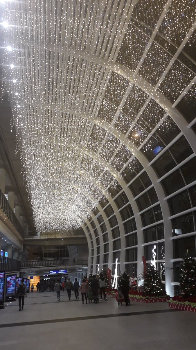 Happy December 1st, Libby #HongKongAirport <br>http://pic.twitter.com/tbPZI9s66c