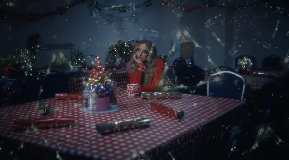 Day 1 of #MerryMixmas 🎄🎁 we've got a special announcement! Unlock the first door on the advent calendar right now for a sneak peek 👀 Let the countdown begin ⏳ #OneIveBeenMissingVideo smarturl.it/Little-Mix-Adv…