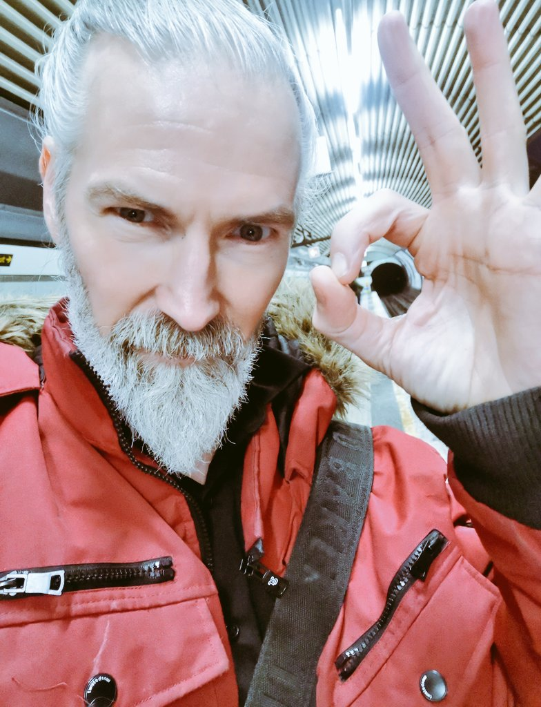 Heading home via the northern line after a fab Shoreditch photo  shoot, Amazing creative team and a fab studio.   #model #modeling #silverfox #coolbeards #menwithlonghairpic.twitter.com/JcaLuSe0GQ