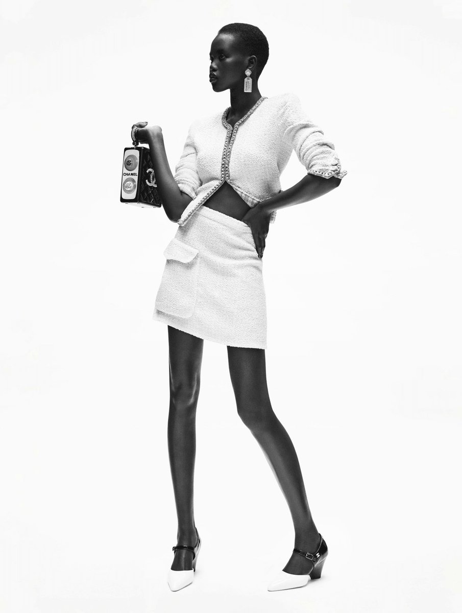 Toujours recréée, la veste en tweed #CHANEL révèle sa dernière métamorphose. La collection #CHANELCruise 2019-20, imaginée par #VirginieViard est disponible en boutique #CHANEL et sur https://t.co/Tl4kgzsjHX  👉 https://t.co/D1Kctf3DPO L'héritage de Coco Chanel #espritdegabrielle https://t.co/49xVaftn01