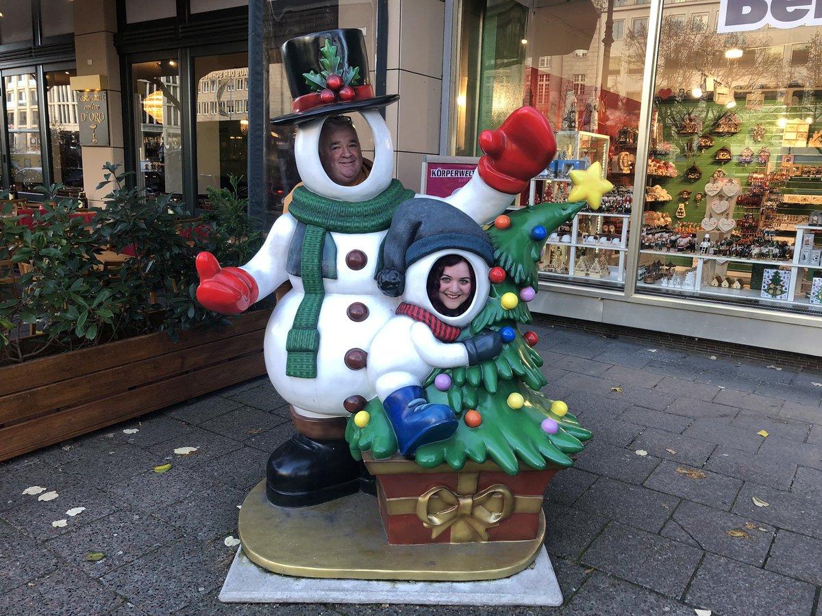 1st of December = Christmas mode activated #UnterDenLinden #Berlin #IchLiebeBerlin #meandmydad #loveBerlin #Berlinlifepic.twitter.com/9ccBlB6Amd