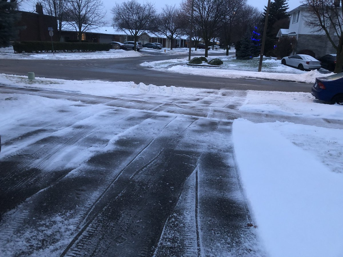 I #LoveMyHood When you come home after a @OHLRangers game, expecting to shovel your snow and discover a neighbour has already done your driveway and sidewalk. Thank You! #SnowAngel #TheCityOfGoodNeighbours @CityKitchenerpic.twitter.com/tJRM7OPUCq