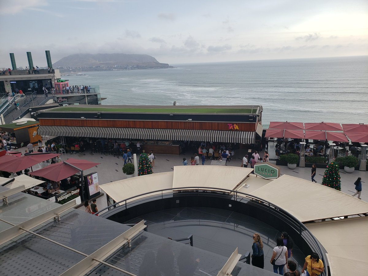 Mall overlooking the #Pacifico here in #Lima. #Larcomar #Lima2019pic.twitter.com/8C2p2fb9un