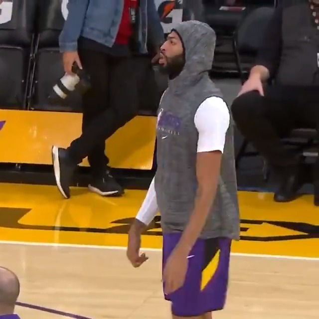 Anthony Davis gets set for action as the @Lakers look to win their 11th game in a row!   🏀: #MFFL x #LakeShow  ⏰: 4:00pm/et  📱💻: http://nba.app.link/nbaleaguepass2   Music by @unitedmasters