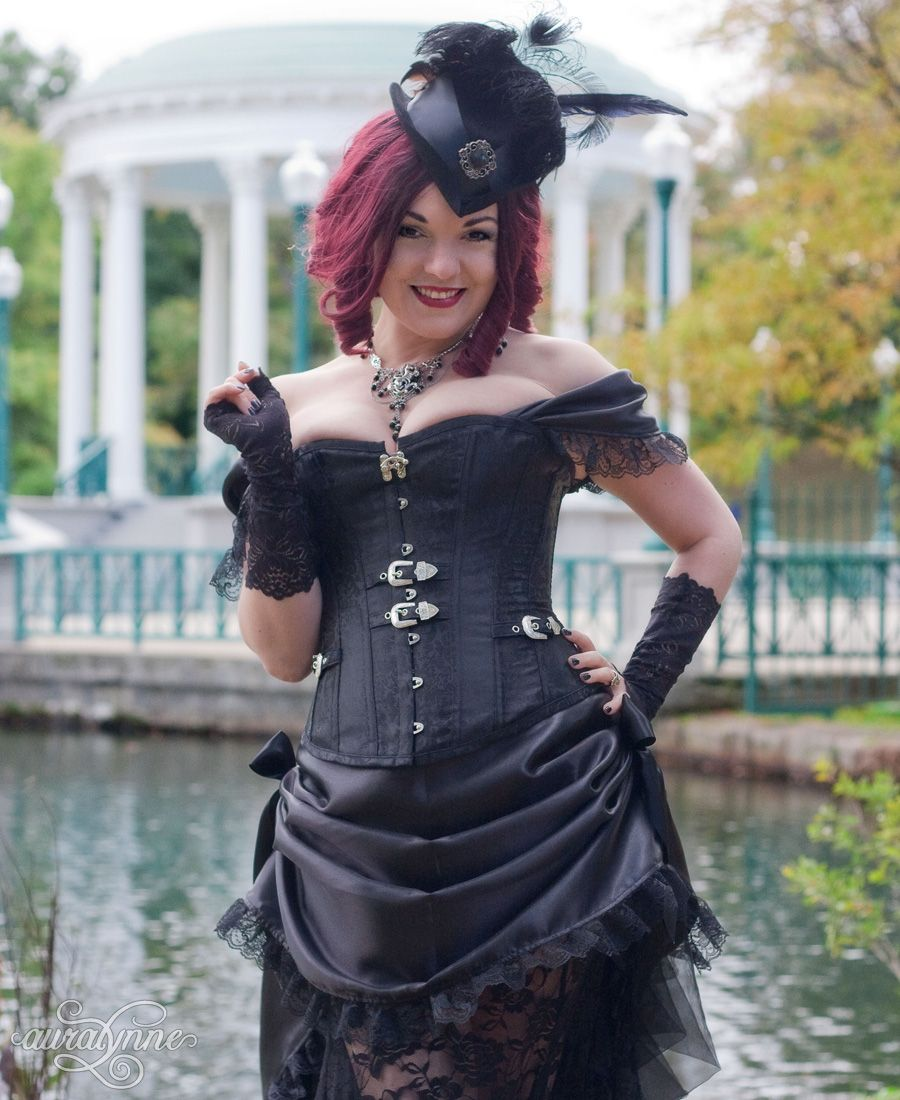 I am working on those sketches for the elemental queens - but in the meantime, here's the final photo from my all-black Steampunk costume. #blackeverything #gothiclove  #steampunklife #victoriangoth  #blackweddingdress #auralynnepic.twitter.com/KFewrhkpPx