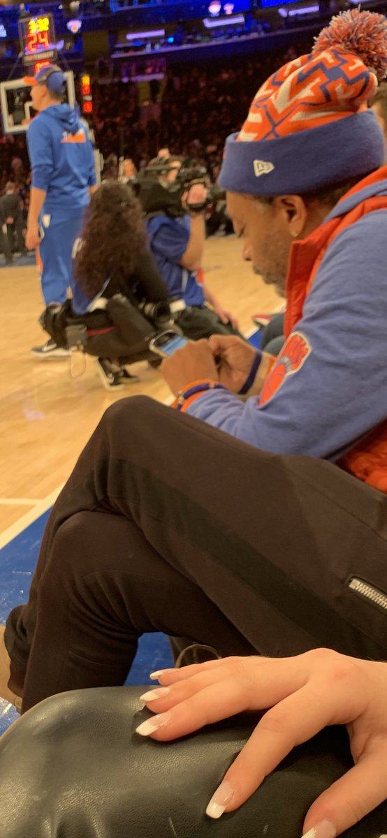 I love how spike lee has a blackberry.   Also Tatum pointed at him after burying a dagger 3 and Spike Lee told him he's not Reggie Miller.   I kinda love Spike Lee.   I was too afraid to talk to him<br>http://pic.twitter.com/AYmXShS59p