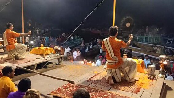 A Photo frame of Dr Priyanka Reddy was placed in Varanasi's Ganga Aarti to pray for her Moksh.Shame on those who labeled Hindus as rapists.Varanasi praying for India's daughter stands as a testimony to our faith in the divinity of the feminine.Pranams🙏