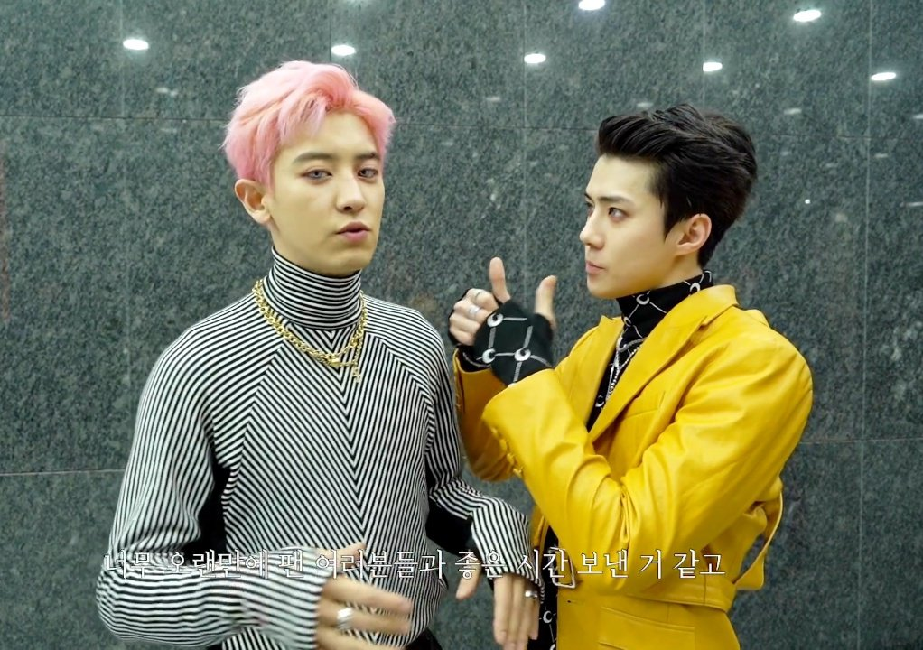 SEHÜN looking at CHANYEØL and CHANYEOL looking at SEHUN.   #EXO_SC <br>http://pic.twitter.com/w4G42r6Z6E
