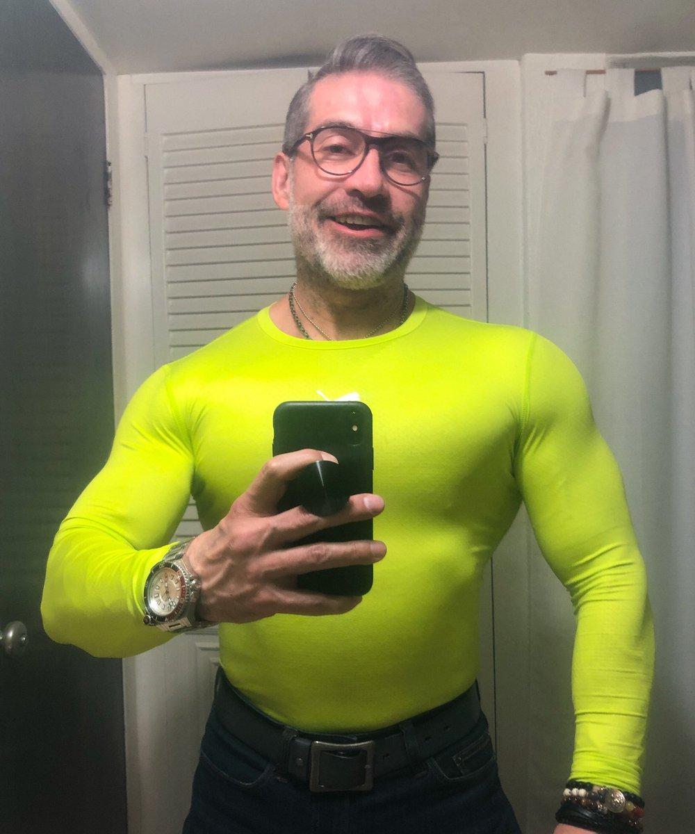 The Sunday Selfie!#vamospormas#trabajoconresultados #muscleandhealth #bigmuscles #bodybuilding #bodybuilder #PepeOliva #gains<br>http://pic.twitter.com/pmXn4Nu32G