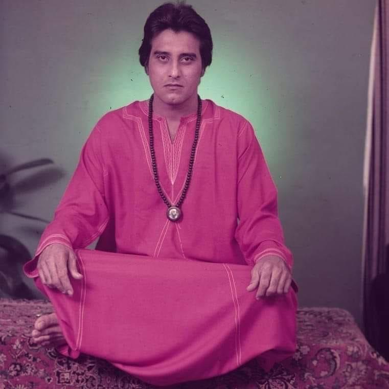 #VinodKhanna was Swami Vinod Bharti, a gardener, at Osho ashram in the US.   @R_Khanna