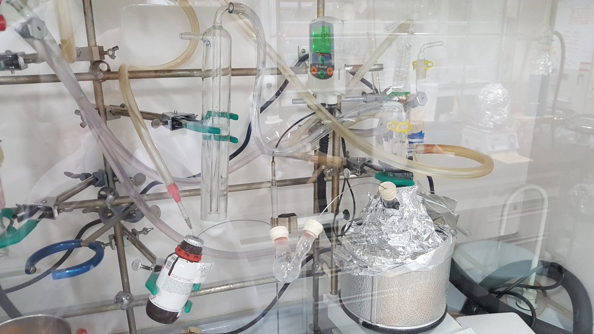 No cannula? No problem.  Just use two oven-dried syringes backwards through seals in a small oven-dried 2-neck flask. Blow it through with Ar or N2 and when cooled, you're away.  Check the chemical! Control the flow! Possibly scare the everloving out of colleagues! #RealTimeChem https://t.co/DxXQrvo3xo