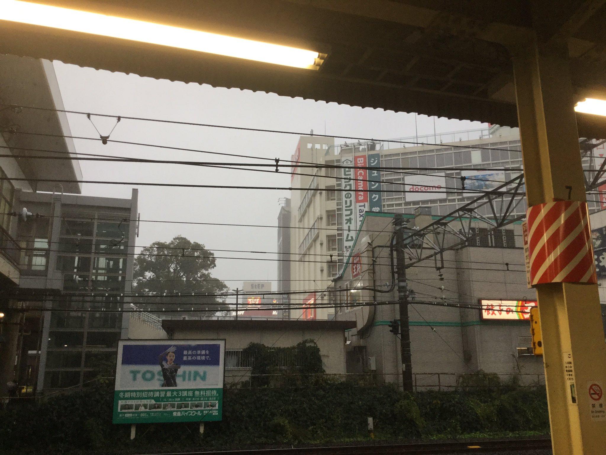 画像,藤沢着いたけど豪雨。 https://t.co/rsUxbQFOKl。