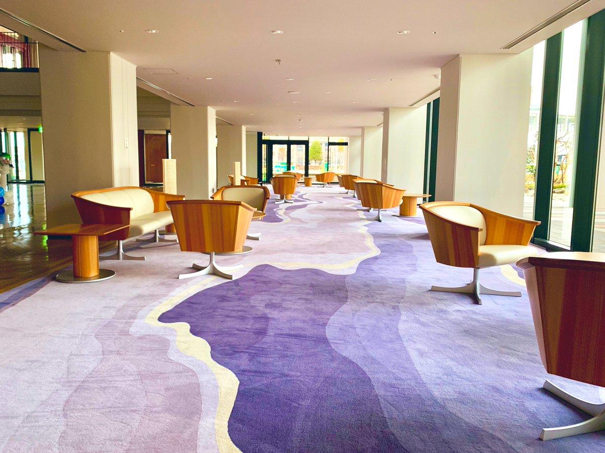 山形駅西に、新しく最上川が出現したらしいから、見に来たぞ☆素晴らしい踏み心地の絨毯で、まさしくフカフカです。 #やまがた県民ホール  #オリエンタルカーペット #最上川
