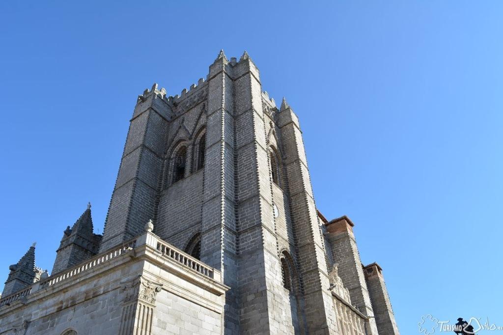 ¿Estás pensando en visitar Ávila con niños 👶👦👧? La Torre de la Catedral de Ávila es uno de esos lugares en los que podrás disfrutar de esa visita con los más pequeños. http://mtr.cool/jebaosrcrs#catedral #CatedraldeElSalvador #Ávila #TurismoenÁvila #LaMuralla @CatedralAvila