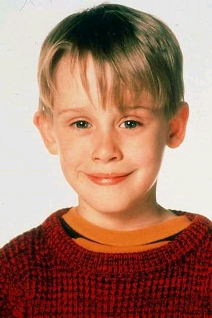 The boy on HOME ALONE now looks like one of the robbers😂