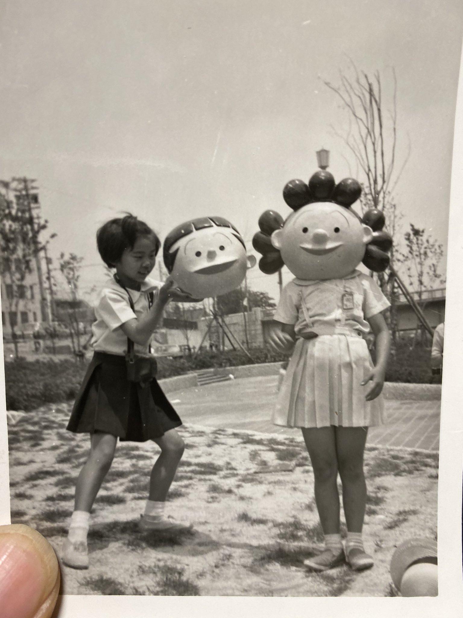 婆ちゃんちに行ってオカンとかの昔の写真見せてもらってたんやけど、意味がわからなすぎて大笑いした。