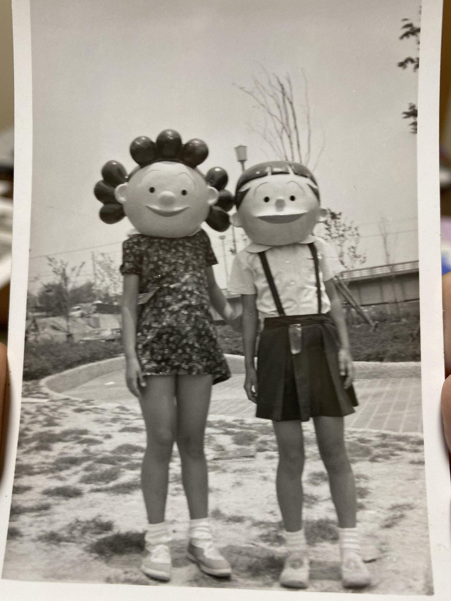 オカンとかの昔の写真www意味がわからなすぎて大笑いwwwなぜサザエさんw